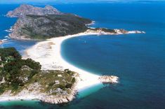 Guide to Las Islas Cies beach, located in Galicia, north western Spain, one of the top 10 beaches in the world. Spain Tourism, Spain Travel, Dream Vacations, Vacation Spots, Most Beautiful Beaches, Beautiful Places, Places To Travel, Places To See, Travel Destinations