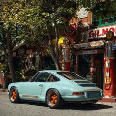 Dubai | Singer Porsche 911