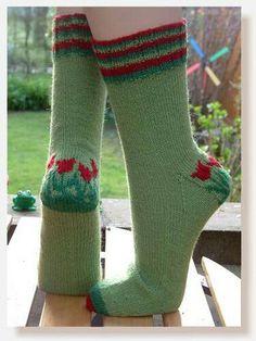 Tip Toe Through the Tulips Socks - Free knitting pattern Crochet Socks, Knit Mittens, Knit Or Crochet, Knitting Socks, Free Knitting, Knit Socks, Ravelry Crochet, Knitting Stitches, Knitting Patterns