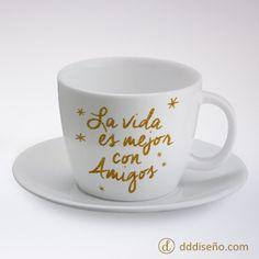 Tasa para el día del amigo. La vida es mejor con amigos! Original Gifts, Tea Cups, Mugs, Deco, Tableware, Blessing, Wallpapers, Gifts For Best Friends, Get Well Soon