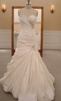 Pnina Tornai 8: buy this dress for a fraction of the salon price on PreOwnedWeddingDresses.com