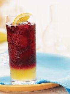 Recette de sangria à la mexicaine de Ricardo. Recette de boisson alcoolisée, cocktail. Ingrédients: vin mexicain, orange, citron...Porter à ébullition le sucre, les zestes et le jus des agrumes.