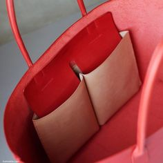 Canvas and Guccissima Leather Top zip closure; Leather Bag Tutorial, Leather Wallet Pattern, Stitching Leather, Red Purses, Purses And Handbags, Leather Purses, Leather Handbags, Leather Totes, Leather Bag Design