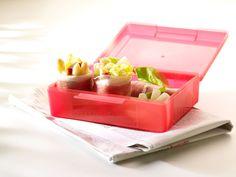 Rolletjes van gedroogde ham met asperge, sla en waterkers Appetizer Recipes, Appetizers, Recipe Sites, Finger Foods, Lunch Box, Container, Ham, Asparagus, Finger Food