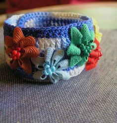 crocheted cuff  ric rac flowers ♥