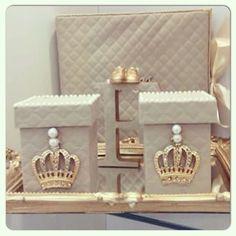 Kit higiênico coroa ...detalhe na coroa e potes forrados com pérolas,linda! #atelieheloisapimenta Orçamento e mais detalhes heloisacpc@gmail.com #bandeja#kithigienico#abajur #atelieheloisapimenta#gravidas #gestantes#lembrancinhas #lembrançasmaternidade #decorbaby#instababy#pinterest#provençal#quartobebe #gestação#quartomenino#quartomenina#gestante# #pregnant#acessóriosbebê