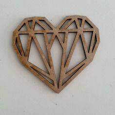 Découpe bois coeur diamant 7x8cm environ 3mm épaisseur scrapbooking