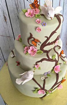 #whimsicalcake #gardencake #flowercake #birdcake #vinecake