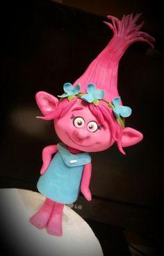 Sugar Poppy from Trolls! - Cake by Silvia Tartari Fondant Toppers, Fondant Cakes, Cupcake Cakes, Trolls Birthday Party, Troll Party, Fondant Figures, Bolo Trolls, Trolls Cakes, Trolls Poppy