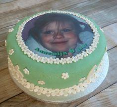 portretfototaart Birthday Cake, Desserts, Food, Tailgate Desserts, Birthday Cakes, Deserts, Eten, Postres, Dessert