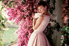 On old portrait of the atrees great #AudreyHepburn !!!.