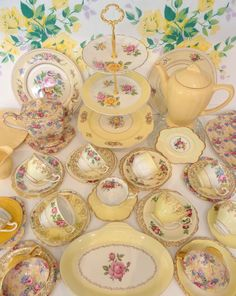"This ""Sunny Vintage Yellow"" tea set might not be great for everyday but it is lovely :) Vintage Tea, Vintage Dishes, Vintage Yellow, Vintage China, Vintage Table, Vintage Floral, Tea Cup Saucer, Tea Cups, Teapots And Cups"