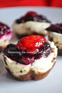 Manias de uma Dietista: Mini-chesecake de iogurte grego com base de farinha de amendoa