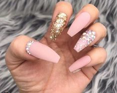 I really like this! #AcrylicNailsDesigns Cute Acrylic Nails, Glue On Nails, Cute Nails, My Nails, Trendy Nails, Nails By Kim, Aqua Nails, Cute Short Nails, Polka Dot Nails