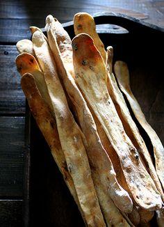 パリッと美味しい薄焼きグリッシーニ - ヒグッチーニ連載:メンズキッチンへようこそ Higucciniの週末もてなしランチ レシピブログ - 料理ブログのレシピ満載!