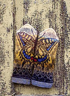 Ravelry: Swallowtail pattern by Natalia Moreva Crochet Mittens, Mittens Pattern, Fingerless Mittens, Crochet Gloves, Knit Crochet, Fair Isle Knitting, Knitting Socks, Hand Knitting, Knitting Designs
