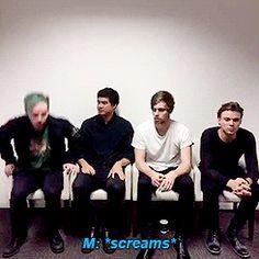 """celmmings: """"[x] """" Si fa sempre riconoscere Michael"""
