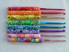 Wow I would love a crochet hook like this. The polymer crochet handles are beautiful!