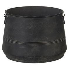 Stijlvolle metalen pot Macon. Maak het geheel af met een leuke zachte plaid voor een sfeervol reslutaat in jouw interieur. Doorsnede: 40 cm. Kleur: zwart.
