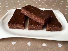 """Paleo és vegán sportszelet ízű csoki     Szafi Fitt """"mindenmentes"""" sportszelet ízű csoki recept (paleo, gluténmentes vegán)    ✔ Gluténmentes ✔ Tejmentes ✔ Szójamentes ✔ Tojásmentes ✔ Csökkentett szénhidráttartalmú ✔ Paleo ✔ Vegán  Hozzávalók (11 darabhoz):           90 g"""