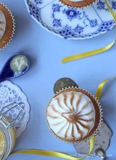 Lemon Curd Baiser Cupcakes Homemade GLutenfrei Zitrone Zitronen Eischnee Flambieren Blau Hellblau Gelb Zitronengelb Pastell