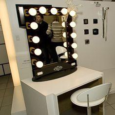 vanity mirror with lights broadway lighted table top vanity mirror. Black Bedroom Furniture Sets. Home Design Ideas