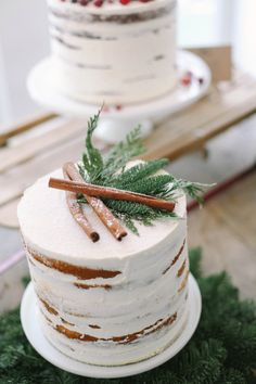 Why haven't I thought of this genius idea for frosting a cake to make it look like Aspen tree bark? Love it. Rustic Winter Wedding Cake
