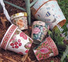 Decoupage Flower Pots...will def have to do this!