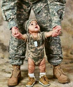 Military Couple Pictures, Military Couples, Military Love, Army Love, Military Photos, Cute Baby Pictures, Newborn Pictures, Military Couple Photography, Marine Baby