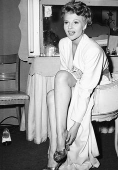 Rita Hayworth. old hollywood glamour.