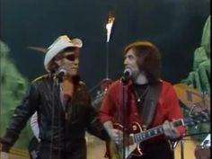 ▶ Dr. Hook - Baby makes her blue Jeans talk 1982 - YouTube