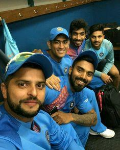 aya tha door look tha tera hardikaa India Cricket Team, World Cricket, Cricket Sport, Cricket News, Ziva Dhoni, Ms Dhoni Wallpapers, Cricket Quotes, Ms Dhoni Photos, Cricket Wallpapers