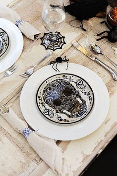 Halloween-themed skull plates and spiderweb glasses make for a creepy night with the ghouls!