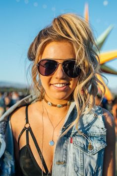 The Best Coachella 2018 Hairstyles (Hint: Braids and Quirky Sunnies! Popular Hairstyles, Trendy Hairstyles, Messy Bun With Braid, Braided Buns, Messy Buns, Coachella 2018, Wedding Braids, Hot Hair Styles, Braided Hairstyles For Wedding