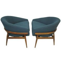 Amazing Pair of Milo Baughman Wide Barrel Back Lounge Chairs Mid-Century Modern