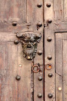 Detalles de las puertas de nuestra ciudad amurallada #Door #Puerta #Cartagena de Indias
