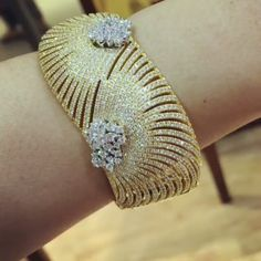 @therichgems. Another stunning piece of bangles that we made. The contrast of colors between gold and diamond make this masterpiece even more interesting #diamondbangle #luxuryjewelry #jewelrylover #richgemscollection #handcraftedjewelry