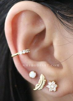 Cute Multiple Ear Piercing Ideas for Teenagers - Popular Cartilage Conch Helix Tragus Leaf Opal Flower Earring Stud in Gold - Linda oreja múltiple Piercing Ideas para adolescentes - www.MyBodiArt.com #earrings