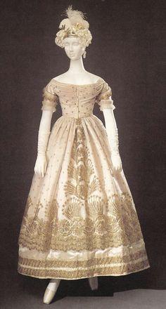 Robe de soirée avec soie brodée en or Tulle Overlay, ca. 1823