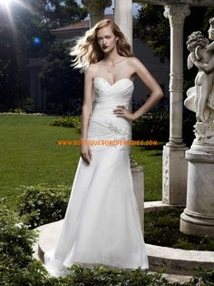 Robe de mariée décolleté coeur mousseline ornée de broderie