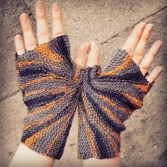 Free Knitting Pattern: Starburst Mitts http://knitting-and-so-on.blogspot.ch/2014/06/starburst-mitts.html