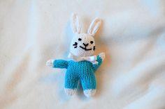 Hare Hare, Snowman, Disney Characters, Fictional Characters, Snoopy, Bunny, Snowmen, Fantasy Characters, Rabbits
