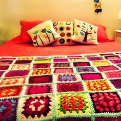 Describe tu pin... Quilts, Blanket, Crochet, Quilt, Cushions, Little Cottages, Home, Manualidades, Crochet Hooks