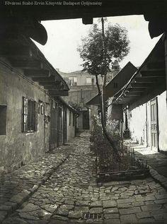 1930-as évek. Csalogá Budapest Hungary, Old Photos, Utca, History, Retro, Travel, Hungary, Old Pictures, Historia