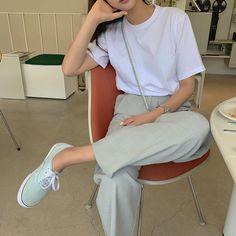 Korean Summer Outfits, Korean Casual Outfits, Korean Outfit Street Styles, Korean Fashion Casual, Korean Girl Fashion, Ulzzang Fashion, Korean Street Fashion, Casual Summer Outfits, Simple Outfits