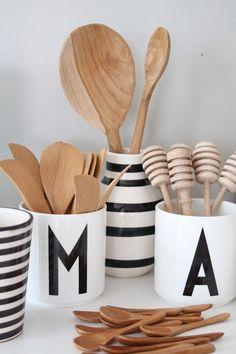 Lettermokjes tassen Design Letters www. Scandinavian Kitchen, Scandinavian Design, Kitchen Styling, Kitchen Decor, Kitchen Wood, Küchen Design, Smart Design, Tassen Design, Objet Deco Design