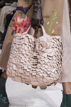 Valentino at Paris Fashion Week Fall 2020 - Details Runway Photos Best Handbags, Hermes Handbags, Burberry Handbags, Tote Handbags, Valentino Handbags, Burberry Bags, Fashion Week, Paris Fashion, Fashion Show