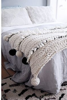 Come In From The Cold Blanket pattern by Wool and the Gang Ravelry: Padrão do cobertor frio de Wool and the Gang Diy Knitting Kit, Easy Knitting, Ravelry, Crochet Home, Knit Crochet, Wool And The Gang, Circular Knitting Needles, Knitted Blankets, Crochet Blankets