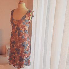 Kaum zu glauben, aber es ist wahr! Auch ich habe ein selbstgemachtes Kleid! :-) Gut, dieses Werk hat etwas länger gedauert, als die Wunders