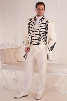 Atilla öltöny, melynél a világos-sötét kontraszt igazán ünnepélyes és mutatós